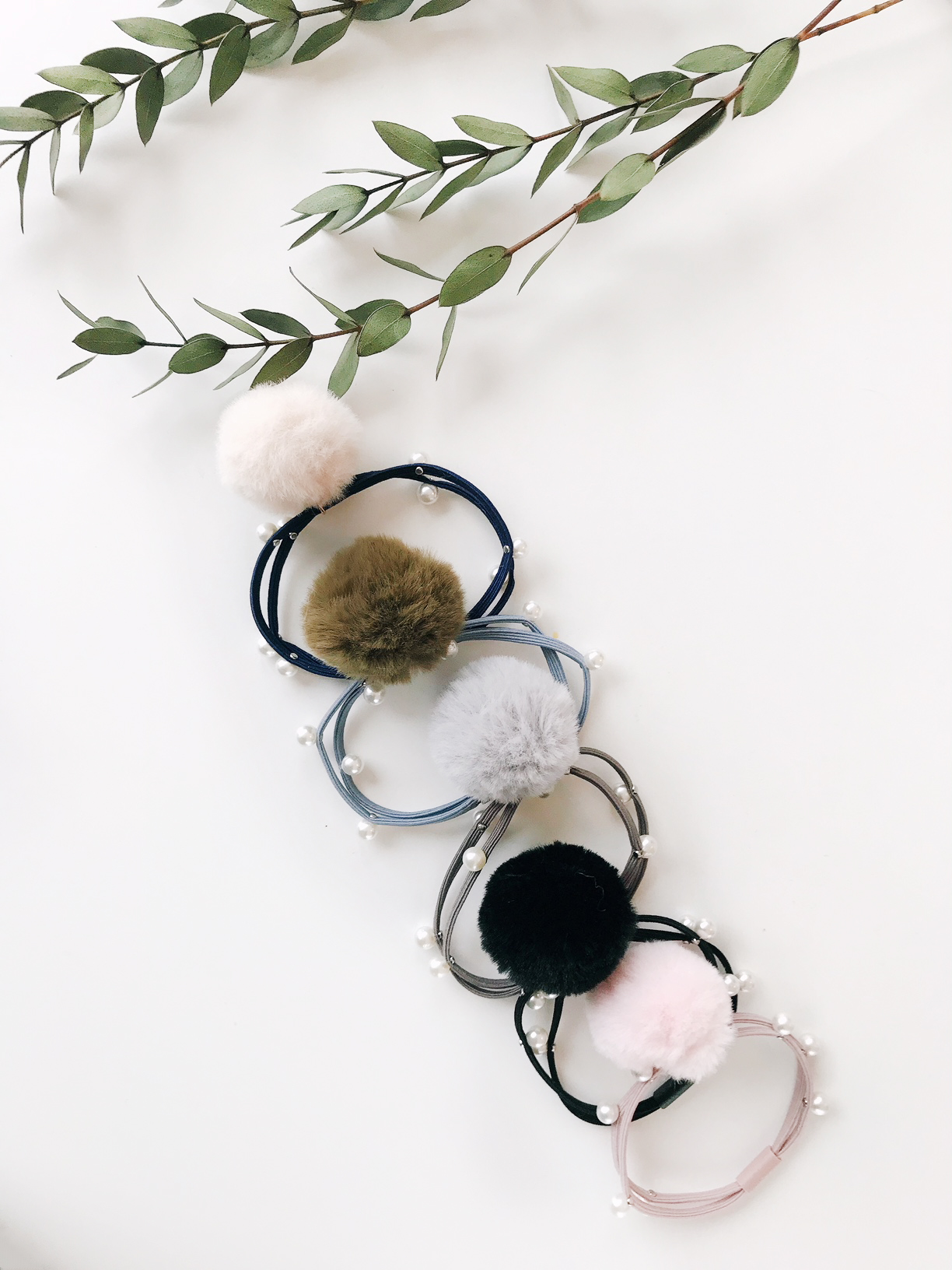 Pearl Pom Pom Hair Tie Package 2